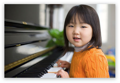 little_Girl_on_the_piano